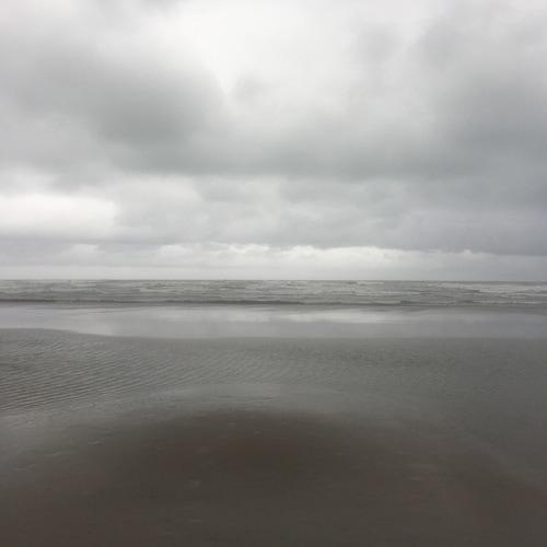 Sultan-quaboos-oman-walk-beach-2