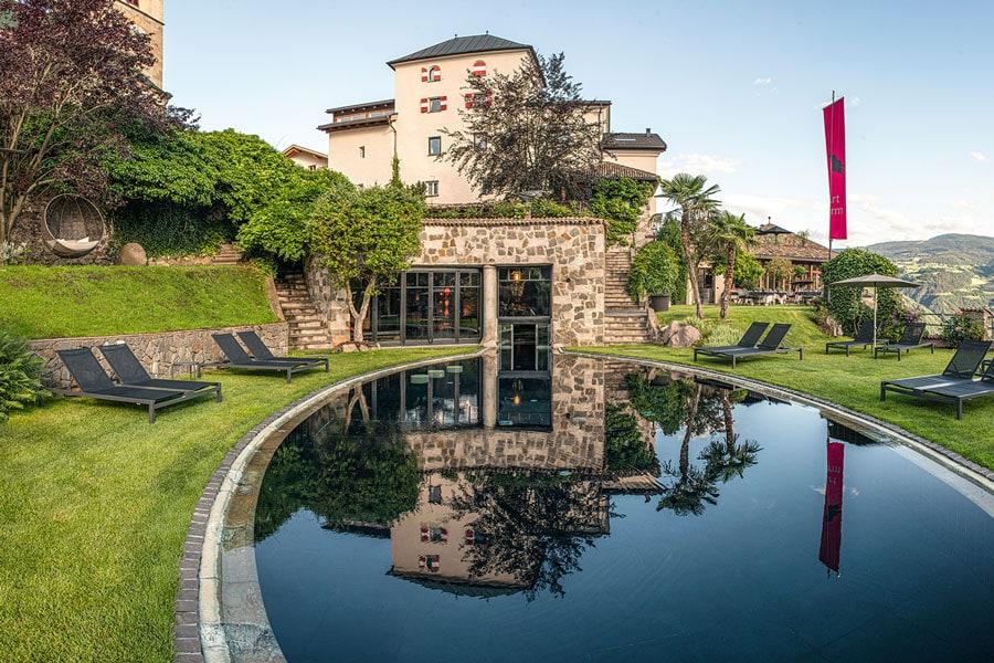 romantik-hotel-turm-pool-garden-gal