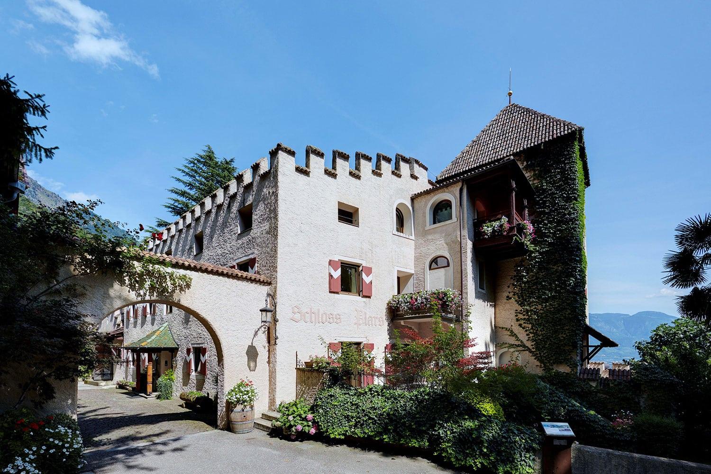 castle-plars-south-tyrol-court-high