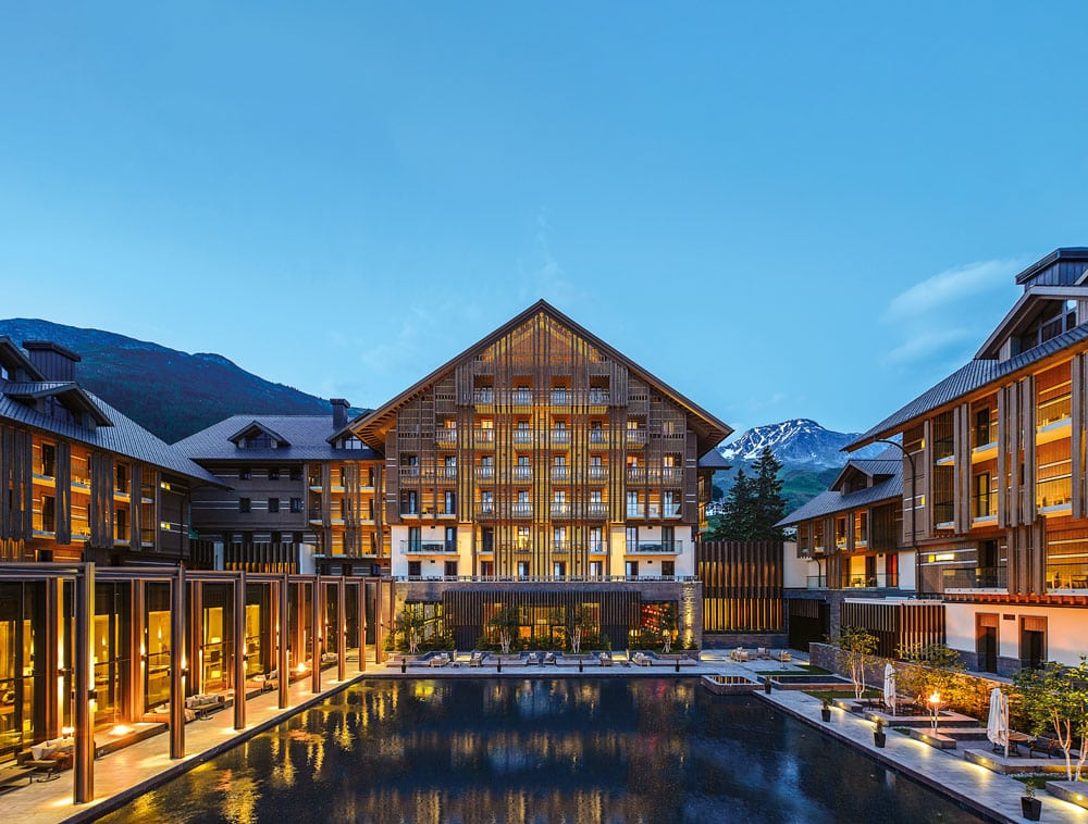CAM-chedi-andermatt-Dining-The-Courtyard-Night_Ret-low