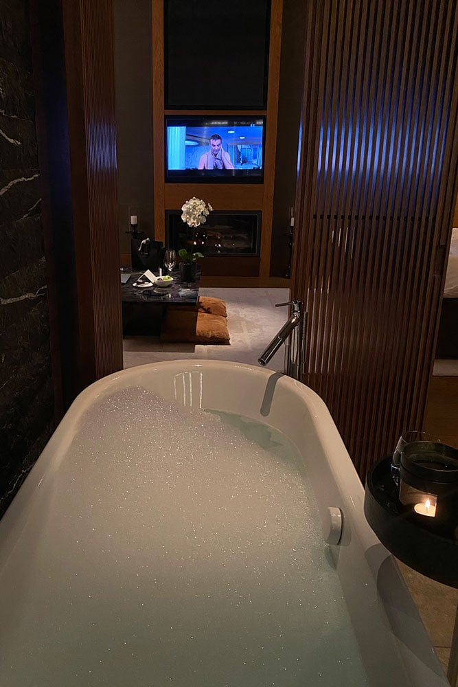 Chedi-bathtub-James-Bond-low